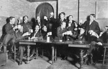 irish-pub-singing-drinking-beer